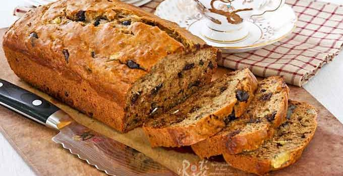 Deliciously moist and tender Banana Nut Chocolate Chip Bread with walnuts and dark chocolate chips. Makes a great afternoon tea bread. | RotiNRice.com