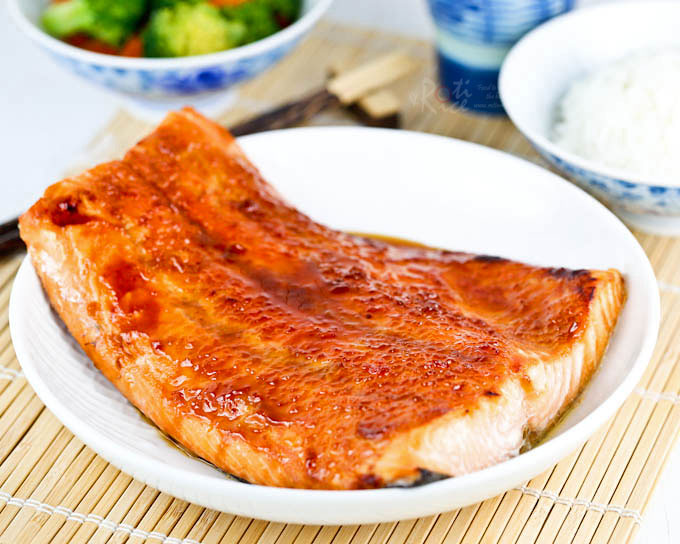 Super quick Plum Sauce Salmon with minimum prep work. Only 5 ingredients and less than 15 minutes to prepare. Delicious with a bowl of steamed rice. | RotiNRice.com