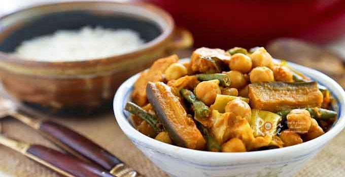 Quick and easy Beans and Vegetable Curry with long beans, chickpeas, tempeh, eggplant, and cabbage. Serve over rice for a delicious vegetarian meal.   RotiNRice.com