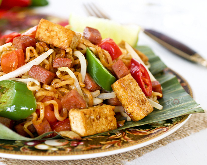 Mee Goreng in the Prairie, an adapted version of the ever popular Mee Goreng using instant ramen, Spam, and chili spice mix. All other ingredients remain the same. | RotiNRice.com