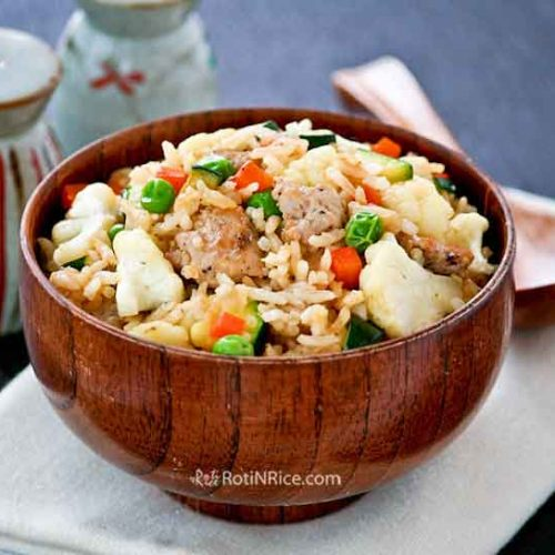 This easy Minced Pork Fried Rice with cauliflower, carrots, zucchini, and green peas will soon be a favorite at your house. Less than 30 minutes to prepare.   RotiNRice.com