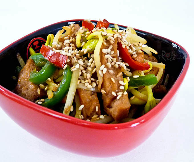 Soybean Sprouts and Dried Tofu Stir-fry - a tasty vegan dish with a meaty texture using convenient reconstituted dried tofu. Takes only minutes to prepare. | RotiNRice.com