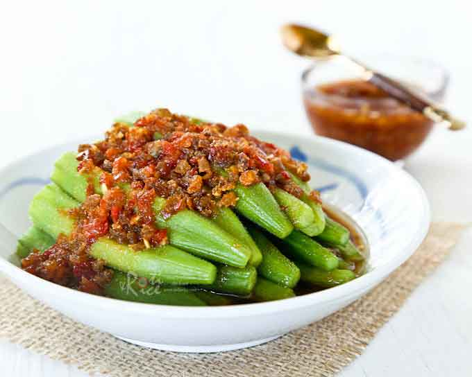 Spicy Okra Salad with a garlic chili sauce and dried shrimps dressing. Very appetizing and best served with a bowl of steamed rice. | RotiNRice.com