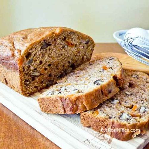 This Sweet Potato Pecan Bread was inspired by the fall/autumn favorite, candied sweet potatoes. It is moist, fragrant , and delicious served warm. | RotiNRice.com #sweetpotatobread #sweetpotatoes #thanksgiving #quickbreads