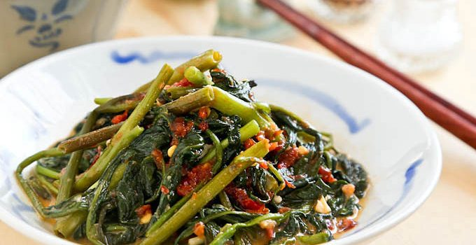 Simple and tasty Stir Fry Spicy Water Spinach (kangkung/convolvulus) flavored with fermented soybean curds and garlic chili sauce. | RotiNRice.com