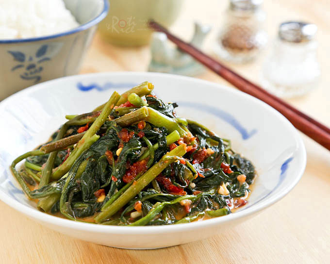 Quick and easy Spicy Water Spinach Stir Fry flavored with fermented soybean curds and garlic chili sauce. Super tasty with a bowl of steamed rice. | RotiNRice.com #kangkungstirfry #kangkung #waterspinachstirfry