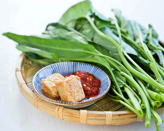 Ingredients for Spicy Water Spinach Stir Fry.