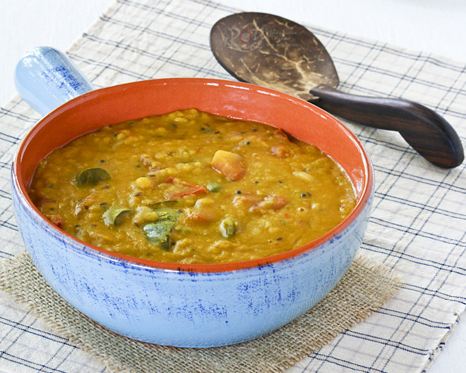 This Dhal Curry is a very mild and nutritious curry made up mainly of lentils, tomatoes, chilies, and spices. Heat level can be adjusted according to taste. | RotiNrice.com #dhalcurry #dalcurry #lentilcurry