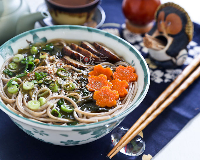 This simple Soba in Dashi Broth is light yet tasty and satisfying. There is minimum preparation work and it takes only minutes to cook. | RotiNRice.com