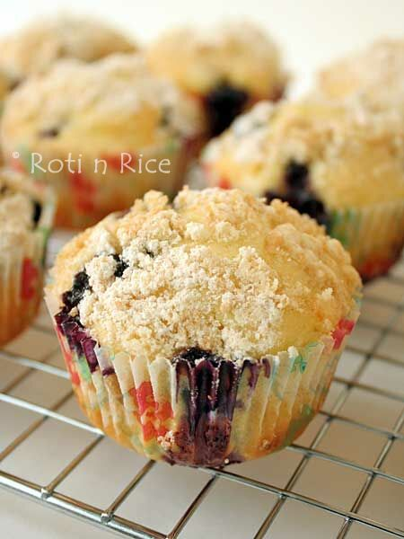 These Orange Blueberry Streusel Muffins are perfect for breakfast or snack time. Freshly squeezed orange juice lends a citrusy flavor and sour cream makes them moist and tender. | RotiNRice.com