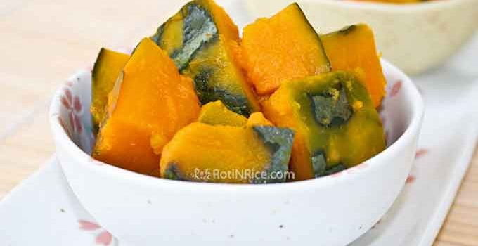 Simmered Kabocha Squash in soy sauce, dashi, and mirin is a delicious side dish that may be eaten at room temperature. It is also great for the lunchbox. | RotiNRice.com