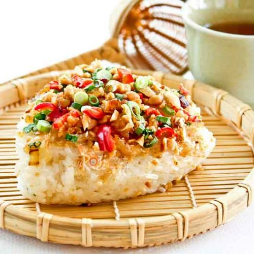 This Savory Steamed Glutinous Rice (Lo Mai Fun) is a popular street food breakfast in Malaysia. It is delicious served with a variety of toppings. | RotiNRice.com