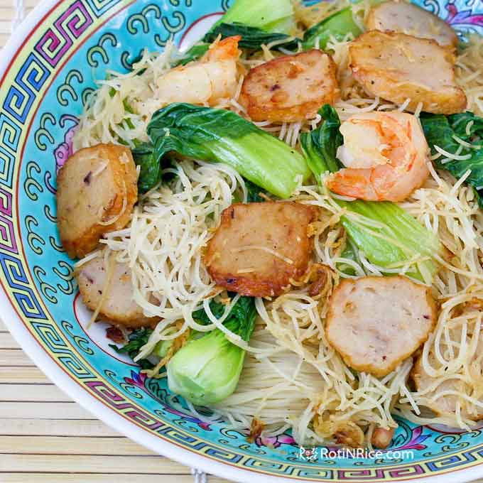 Delicious fried beehoon with lots of shrimp, fish cakes, and baby bok choy.