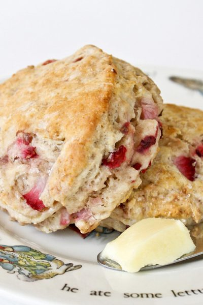 These soft and buttery Strawberry Sour Cream Scones are perfect for afternoon tea. The sour cream gives the scones a slight tang and a cake-like texture. | RotiNRice.com #scones #strawberryscones #teatime