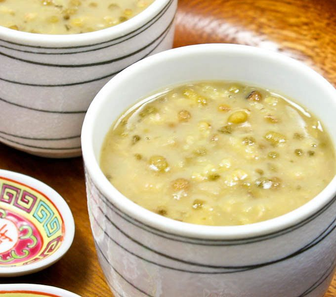 This Sweet Mung Bean and Sago Soup is a Chinese dessert with a Southeast Asian touch. Pandan leaves, sago, and coconut milk make it even more flavorful. | RotiNRice.com