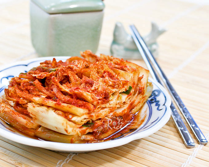 Once you make your own Napa Cabbage Kimchi (Poggi Kimchi), you will never go back to store bought. Homemade kimchi tastes so much better and fresher. | RotiNRice.com