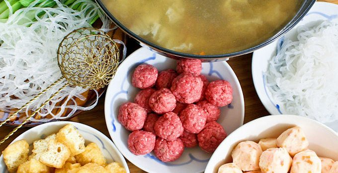 The Chinese Hot Pot meal is perfect for social gatherings. Choice of ingredients and broth are key to a delicious hot pot. An experience not to be missed! | RotiNRice.com