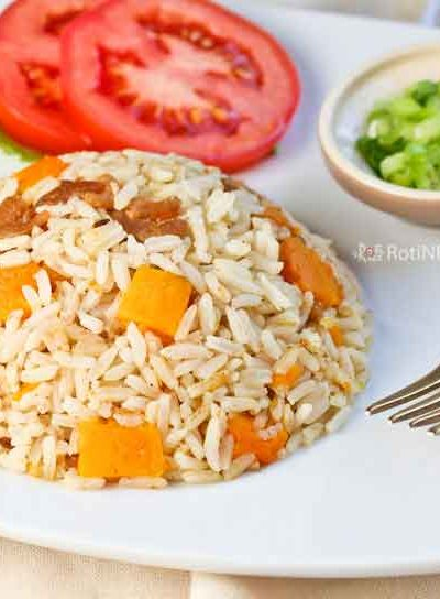 Fragrant Spiced Rice and Squash flavored with cumin, garam masala, and coconut milk. Can be eaten as a stand-alone dish or a side dish. | RotiNRice.com #buttercupsquash #squashrecipes #ricerecipes
