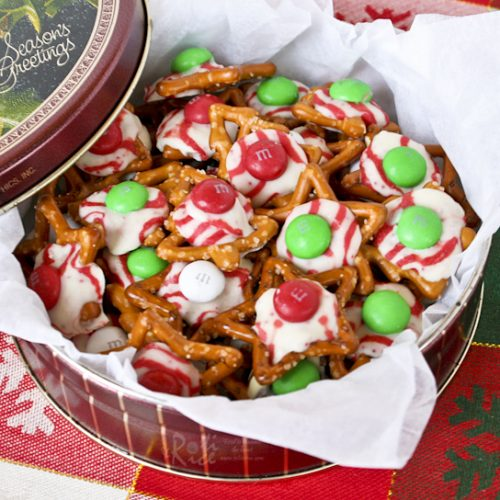 Fun, festive M&M, Hugs, and Kisses Holiday Pretzels with an irresistible sweet salty combination. Takes only minutes to prepare.   RotiNRice.com #M&M #holidaypretzel #christmasrecipes