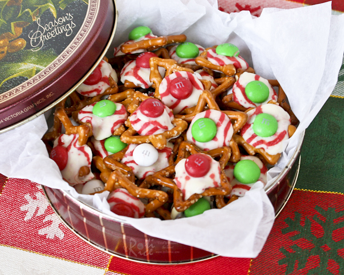 Fun, festive M&M, Hugs, and Kisses Holiday Pretzels with an irresistible sweet salty combination. Takes only minutes to prepare. | RotiNRice.com #M&M #holidaypretzel #christmasrecipes