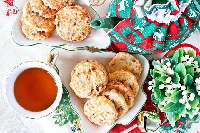 These Savory Cheese and Bacon Biscuits are a tasty alternative to crackers for snack time. Recipe includes traditional and gluten free options. | RotiNRice.com