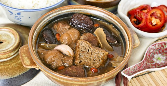 Bak Kut Teh (Pork Ribs Tea) is a Chinese herbal soup with dong gui known for its warming properties. This comforting dish is perfect for the colder months. | RotiNRice.com #bakkutteh #porkribstea #herbalsoup