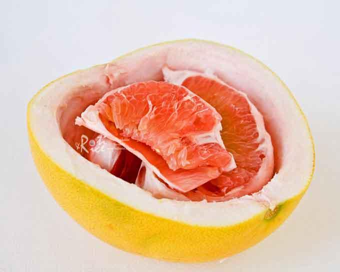 Peeled pomelo
