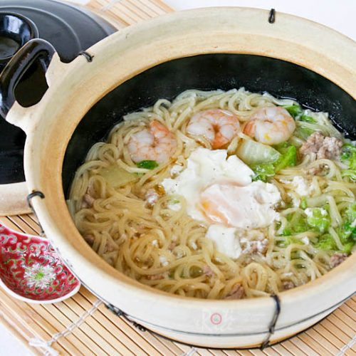 This quick and easy Clay Pot Noodles can be prepared in 16 minutes. Makes a tasty and comforting meal for one but can be easily multiplied for the family. | RotiNRice.com