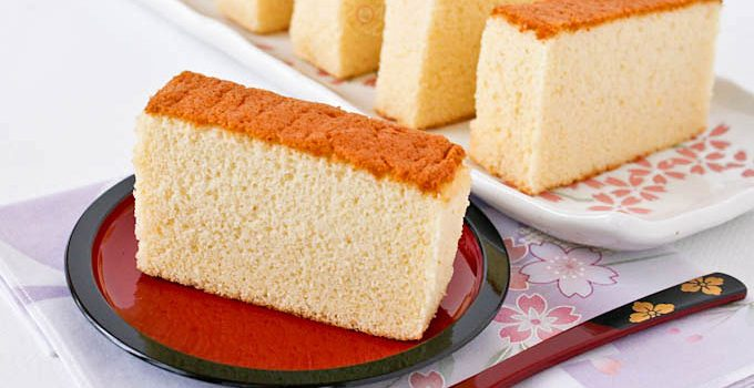 Honey Kasutera (Honey Castella) - fine textured Japanese sponge cake raised solely by egg foam. Only 4 ingredients - eggs, sugar, bread flour, and honey. | RotiNRice.com #kasutera #castella #spongecake