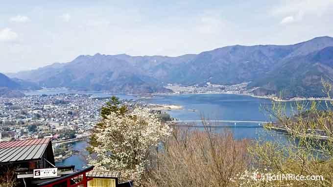 A panaromic view of Lake Kawaguchiko