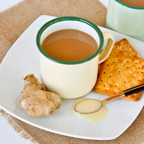 This comforting Teh Halia (Ginger Tea) with condensed milk will surely warm you up on chilly days. The ginger flavor can be as light or strong as desired. | RotiNRice.com #tehhalia #gingertea #tea #teh
