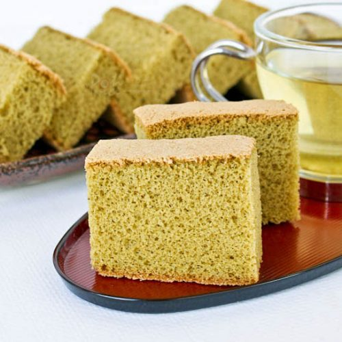 This lovely Matcha Kasutera (Green Tea Castella) is a must try. Its delicate texture and wonderful flavor is a real treat served with a cup of tea.   RotiNRice.com #kasutera #castella #spongecake #matcharecipes #greentearecipes