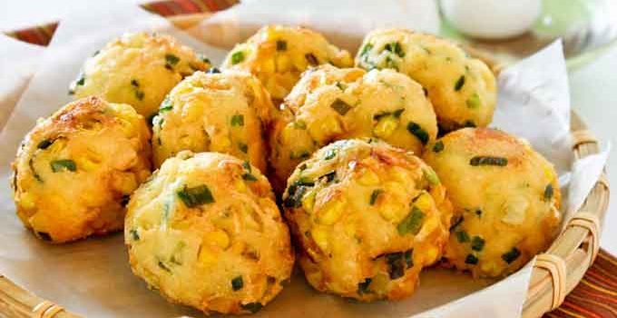 These tasty Tofu, Corn, and Chive Fritters make delicious snacks and appetizers. They are crunchy on the outside and soft on the inside. | RotiNRice.com #tofurecipes #cornrecipes #chives #fritters