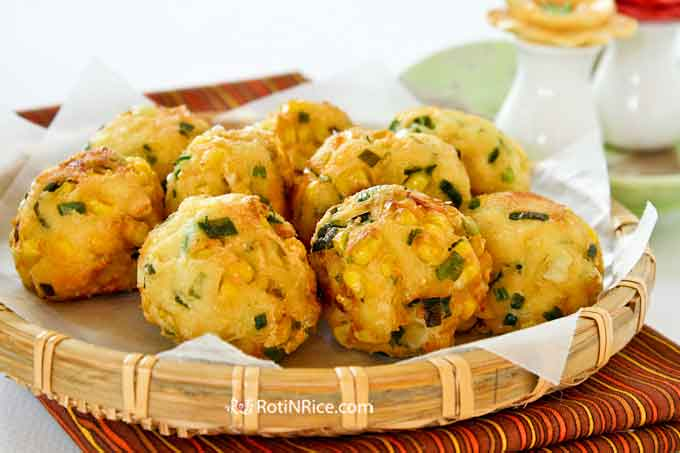 These tasty Tofu, Corn, and Chive Fritters make delicious snacks and appetizers. They are crunchy on the outside and soft on the inside.