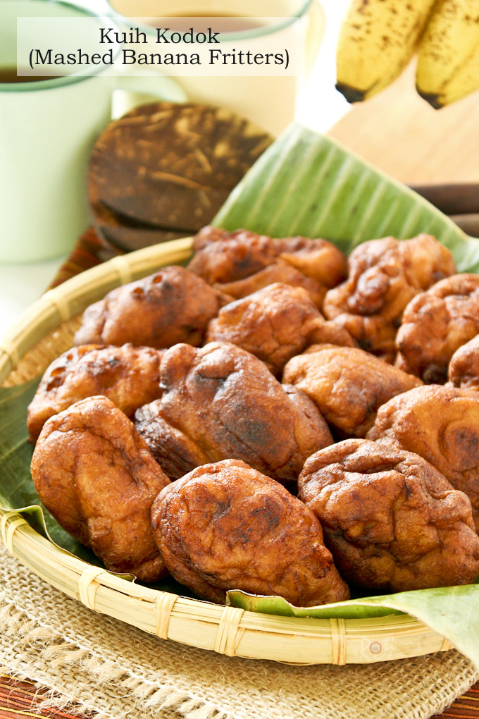 Kuih Kodok (Mashed Banana Fritters), a.k.a. Toad Cakes is a simple dessert using only 5 ingredients. It is a good way to use up all those over-ripen bananas. | RotiNRice.com