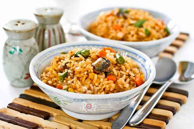 Quick and easy fried rice with sardines.