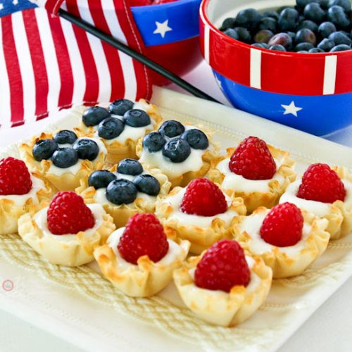 Easy and fun Star Spangled Berry Cups using ready to fill mini fillo shells, yogurt, and berries for your patriotic parties and get-togethers.   RotiNRice.com