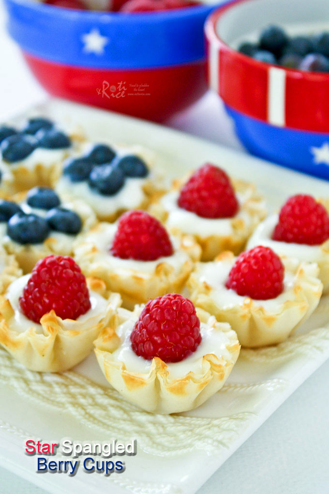 Easy and fun Star Spangled Berry Cups using ready to fill mini fillo shells, yogurt, and berries for your patriotic parties and get-togethers. | RotiNRice.com