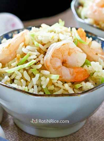 Quick and easy Shrimp and Broccoli Slaw Fried Rice using cooked shrimps and precut broccoli slaw. Can be prepared in 15 minutes with minimum prep work. | RotiNRice.com #friedrice #broccolislaw #easyrecipes