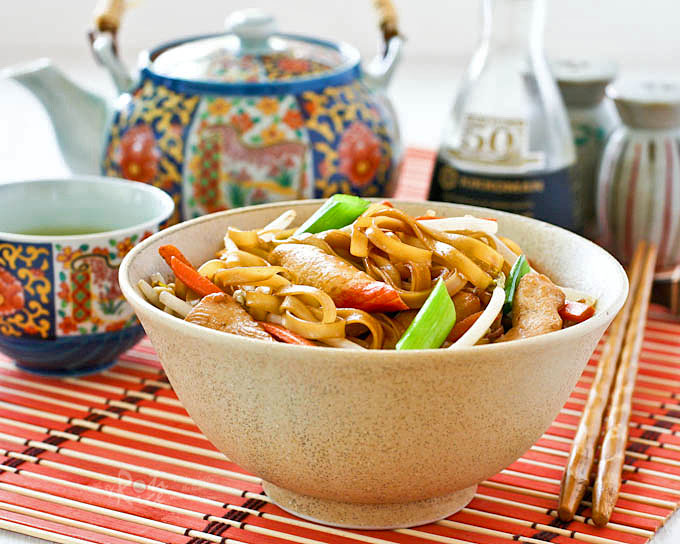 This quick and easy Stir Fried Noodles with Chicken and Crabsticks is perfect for lunch or busy weeknights. Takes only 30 minutes to prepare. | RotiNRice.com
