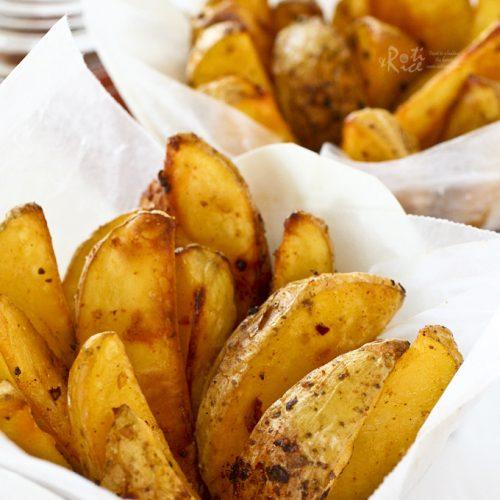 Delicious Baked Spicy Garlic Potato Wedges