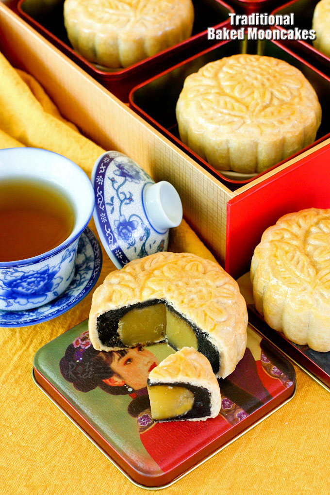 Traditional Baked Mooncakes are a real treat for the Mooncake Festival. These delicious pastries are filled with lotus seed and black sesame paste filling. | RotiNRice.com