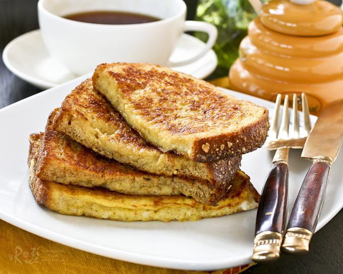 Quick and easy French Toast for a delicious and satisfying breakfast. Ready in 10 minutes and perfect with a cuppa. | RotiNRice.com