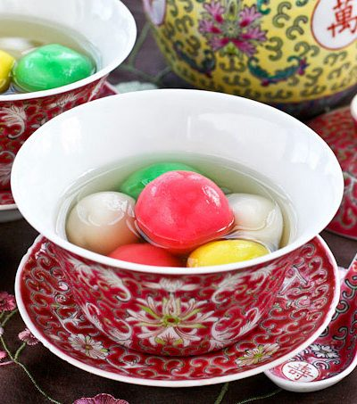 Tang Yuan is a dessert made of glutinous rice balls in a sweet clear soup usually served during the Winter Solstice Festival to mark the arrival of winter. | RotiNRice.com #tangyuan #kuihee #tangchek #dongzhi