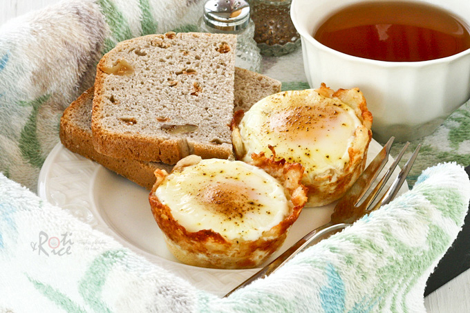 Baked Eggs in Shredded Cheese and Potato Cups - only a handful of ingredients, easy to make, and totally delicious! | RotiNRice.com