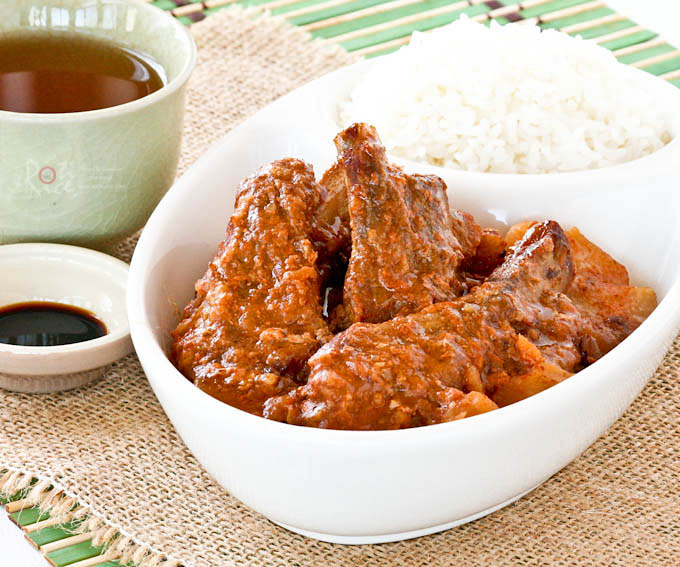 Super easy Slow Cooker Pork Ribs with Spicy Bean Sauce using a mix of ginger, chili, fermented black and soy beans. Delicious with steam rice.| RotiNRice.com