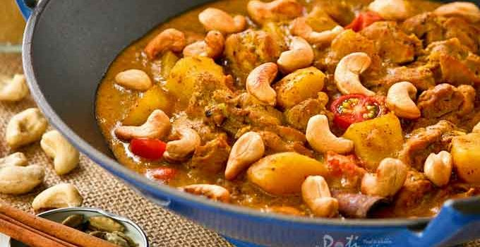 This creamy and fragrant Chicken Korma with Cashew Nuts is perfect for those with a milder palate. It is delicious served with fluffy steamed basmati rice.   RotiNRice.com