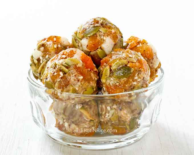 These No-Bake Apricot Melon Energy Bites are so tasty yet so easy to put together. They are perfect for breakfast, snack, or even dessert.   RotiNRice.com