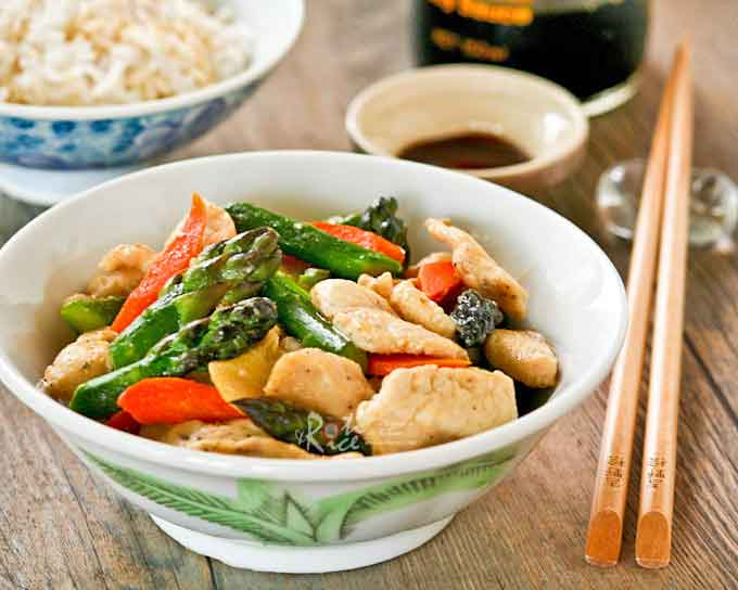 Quick, healthy, and delicious Chicken Asparagus Stir Fry. Only 30 minutes to prepare. Great for busy weeknights especially when asparagus are in season. | RotiNRice.com