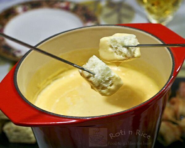 Family friendly Creamy Cheese Fondue similar to Somerset fondue with the use of apple cider. Delicious served with sausages, potatoes, apples, and grapes. | RotiNRice.com